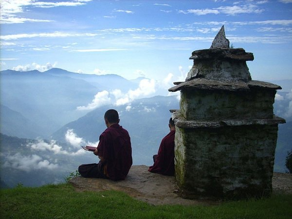 zen-monks-on-mountain