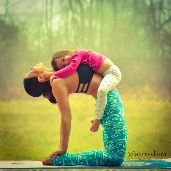 Mother-and-Daughter-Yoga-04
