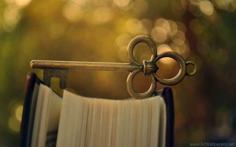 1000851_beautiful-old-key-on-the-book-macro-wallpapers_2560x1600_h